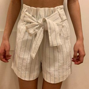 Aritzia cute white shorts